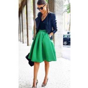 NY&Co Kelly Green Balloon Skirt w/Pockets